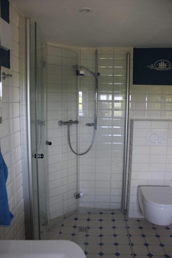 Ferienhaus auf Pellworm Badezimmer unten